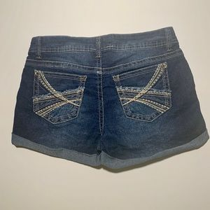 No Boundaries jean shorts women size 9 stretchy
